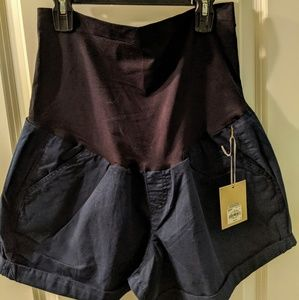 NWT Maternity Short Shorts by 'a glow' Size 18